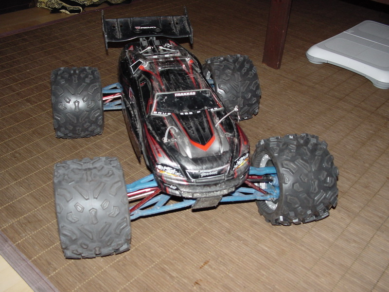 [NEW]Patins Slipper/Sliper par Hot Racing Erevo_avec_Proline_Bigjoe_Commando03